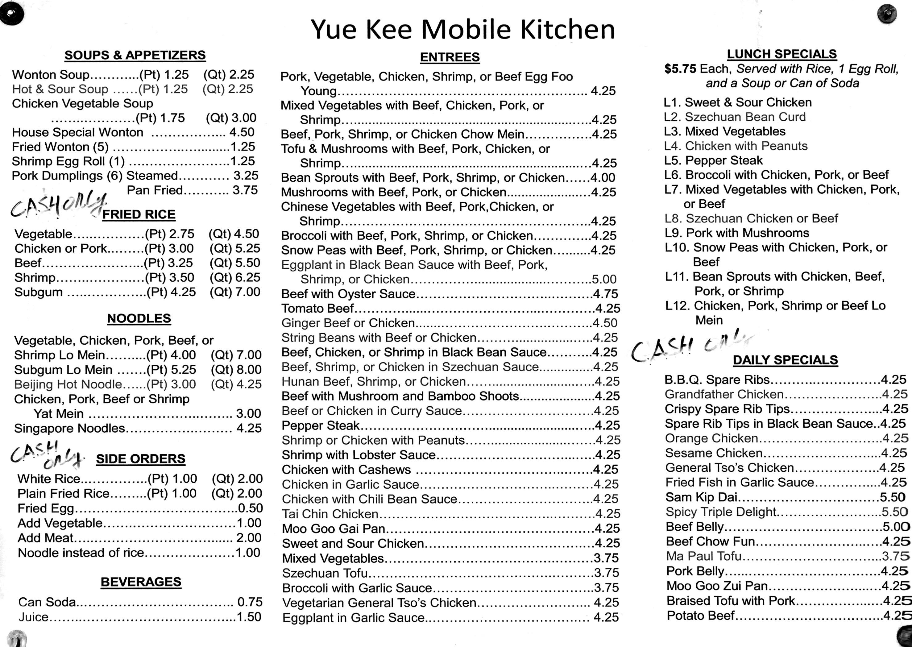 费城一家路边中国餐车的价目表,可以看到有荤菜的选项都在 6 美元以上
