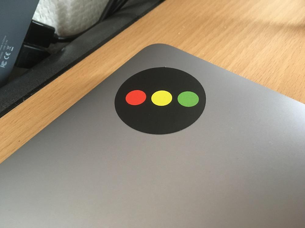 Sticker%20Consomac%20MacBook%20Pro%20Tou